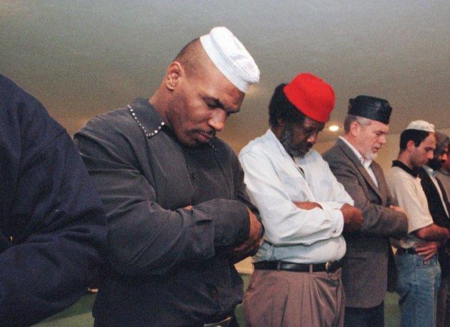 نماز خواندن تایسون